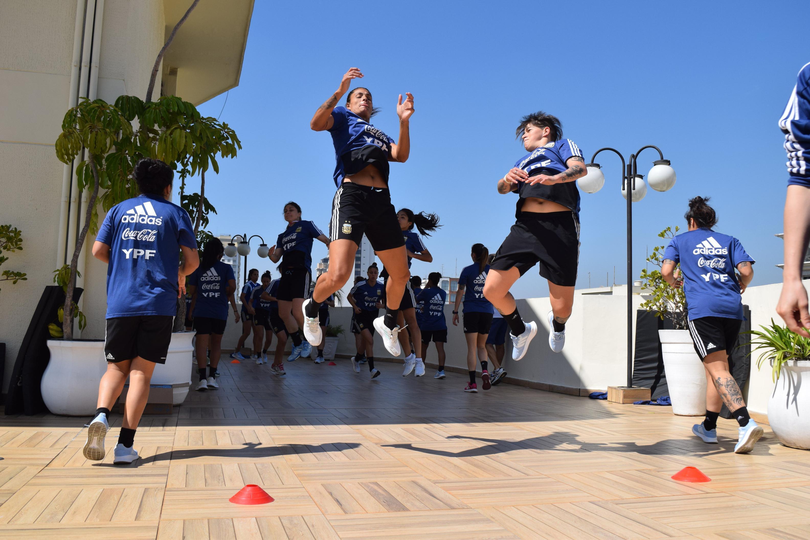 La Selección argentina de fútbol femenino se mide ante su par brasilero