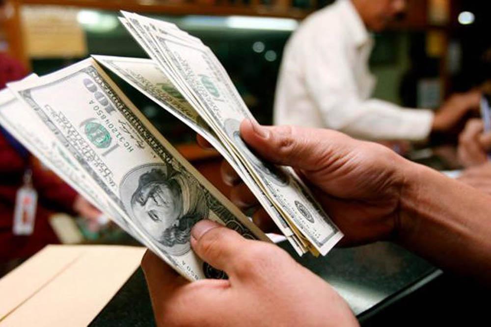 El dólar trepó 32 centavos y superó nuevamente los 28 pesos