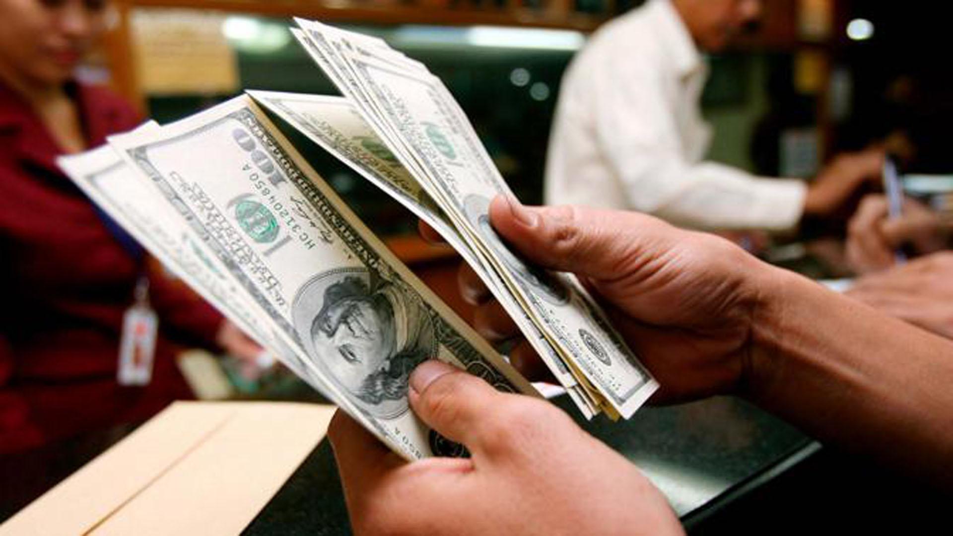 Tras el desembolso del FMI, el dólar cedió y cerró la semana en $27.75