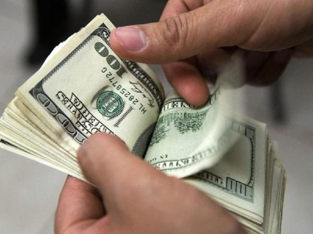 El dólar arranco el lunes en baja y cerró a $37,30 la venta minorista