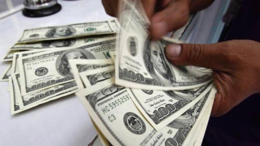 El dólar cayó cuatro centavos y cerró este martes a 38,75 pesos