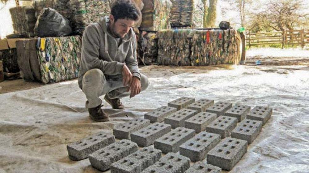 Una ONG cordobesa que fabrica ladrillos PET llegó a la final del ...