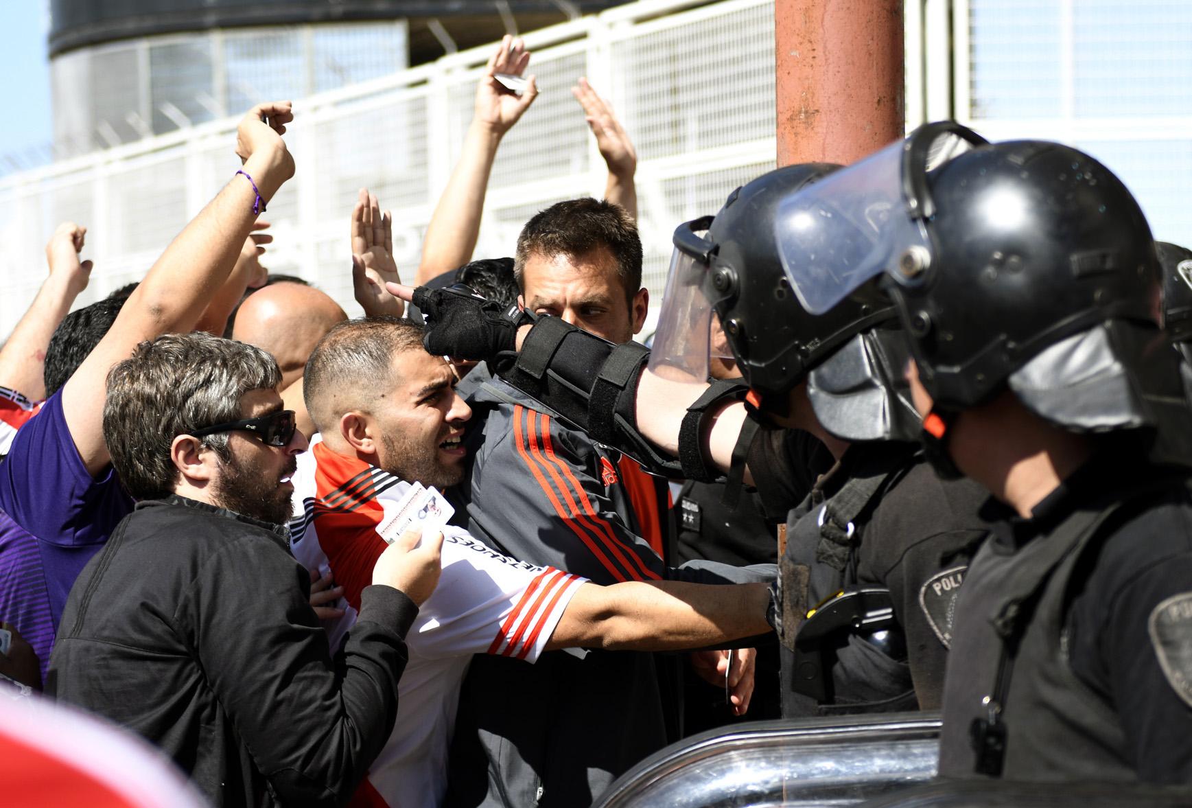 Tras los incidentes en el Monumental, 30 personas quedaron detenidas