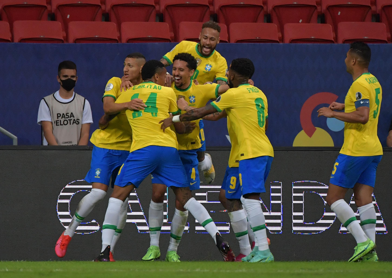 Brasil y Perú definen este lunes el primer finalista de la Copa América
