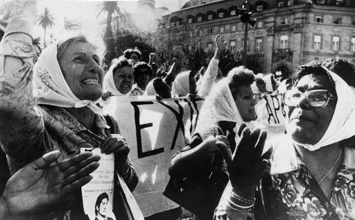 Madres de Plaza de Mayo 2 by gentileza