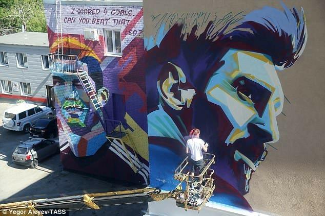 Rusia 2018: En Kazán, el duelo Messi -Cristiano Ronaldo se trasladó a los murales