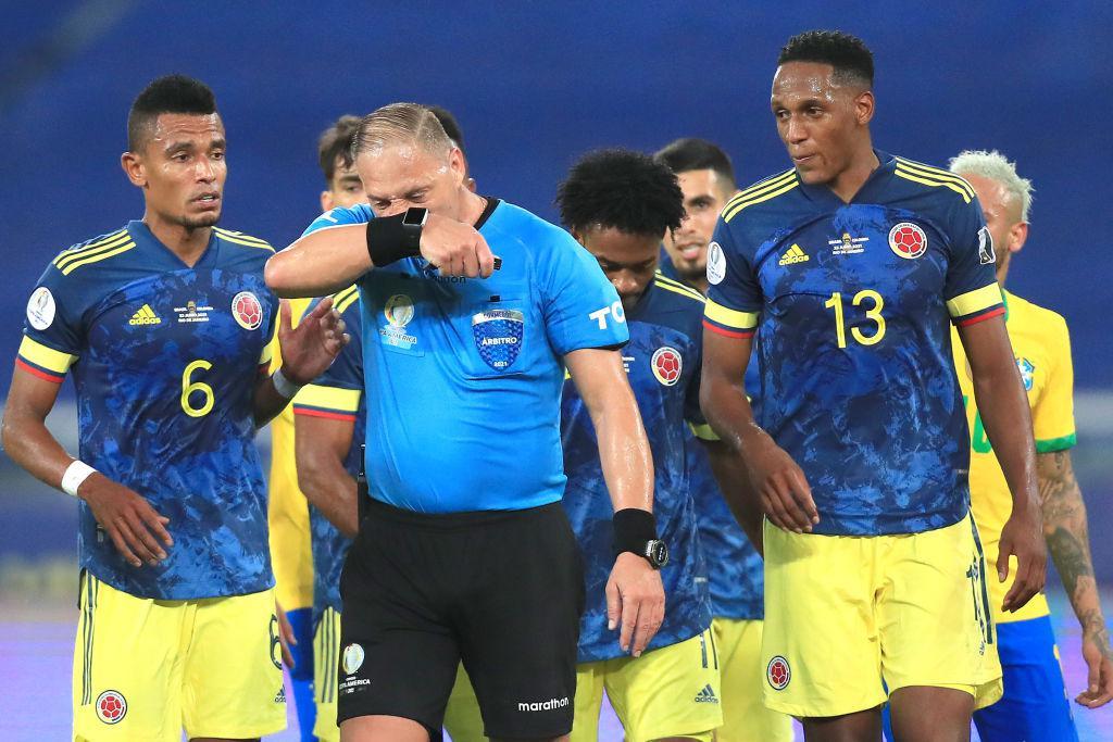 Colombia pidió la suspensión inmediata de los árbitros argentinos del partido con Brasil