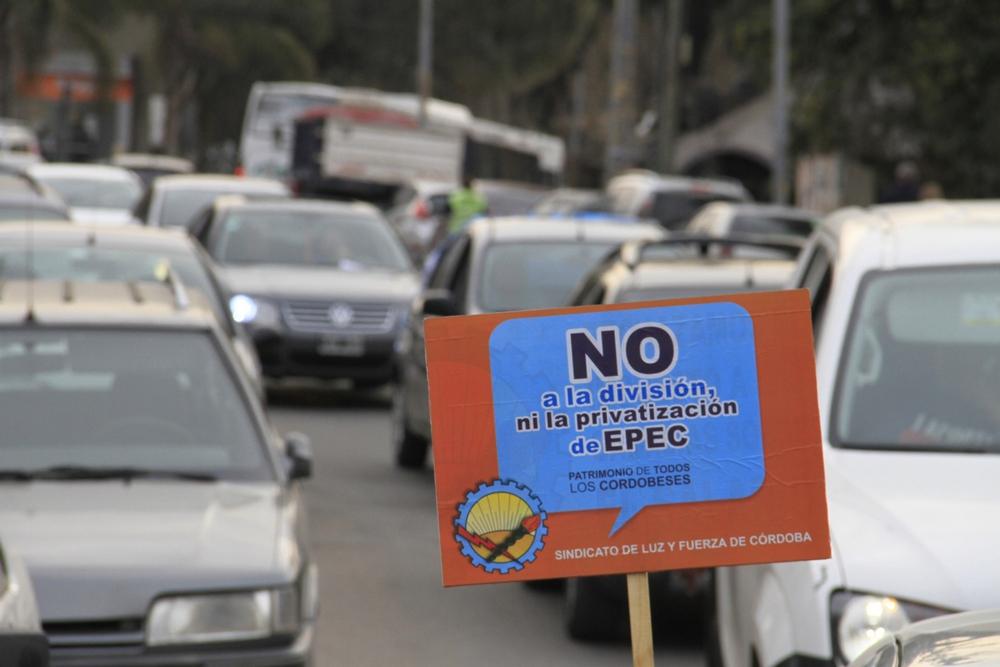 Caravana de Luz y Fuerza en Sierras Chicas contra la privatización ...