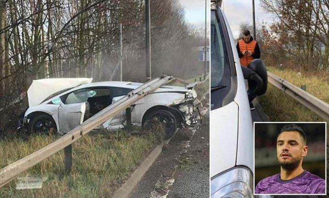 Sergio Romero se accidentó en Manchester: el auto quedó destruído