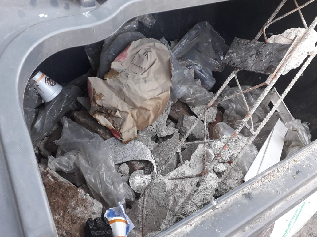Contenedor escombros by prensa Muni