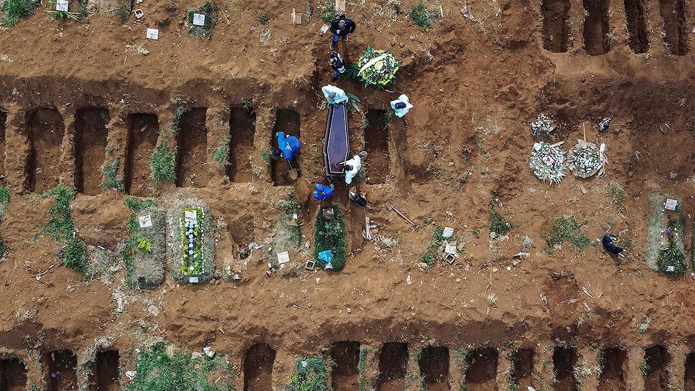 Brasil se acerca a los 900 mil contagios y más de 43 mil muertes por Covid-19
