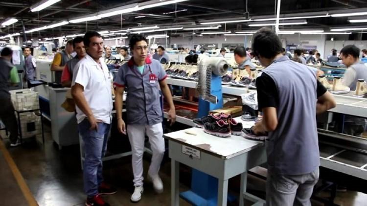 Denunciaron Despidos La 300 Trabajadores De Dass Fábrica Calzado En Del VGLSUqzMp