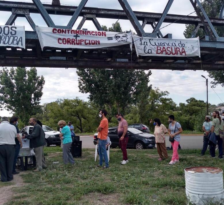 Firma amparo contra basural en Cruz del Eje by gentileza