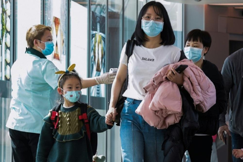 China cierra sus fronteras para evitar un rebrote de coronavirus