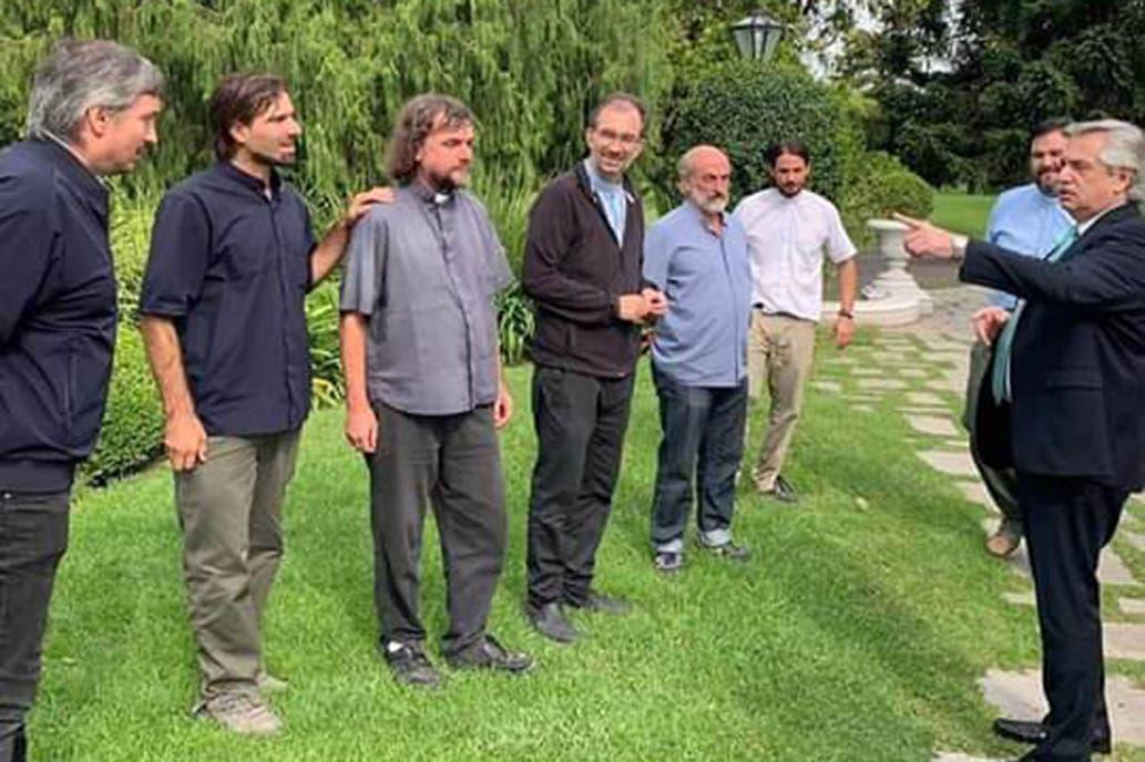 Alberto Fernández y curas villeros by gentileza
