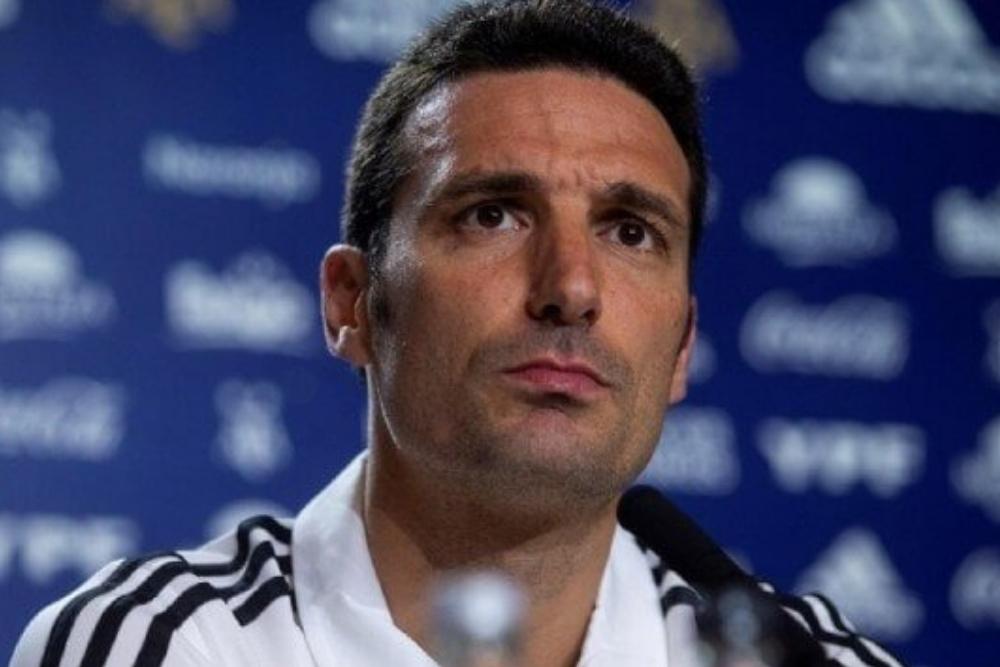 Scaloni seguiría al frente de la Selección Argentina hasta diciembre