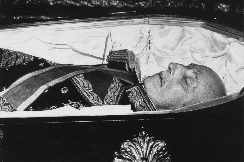 España: autorizan la exhumación de los restos de Franco