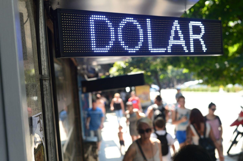 El dólar superó los $ 44 y continúa en suba en la previa de las Paso