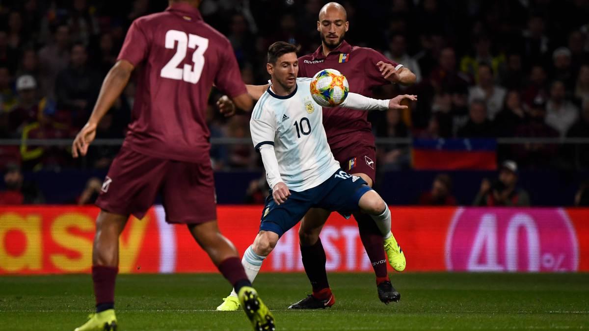 Argentina, en el regreso de Messi, jugó muy mal y perdió con Venezuela