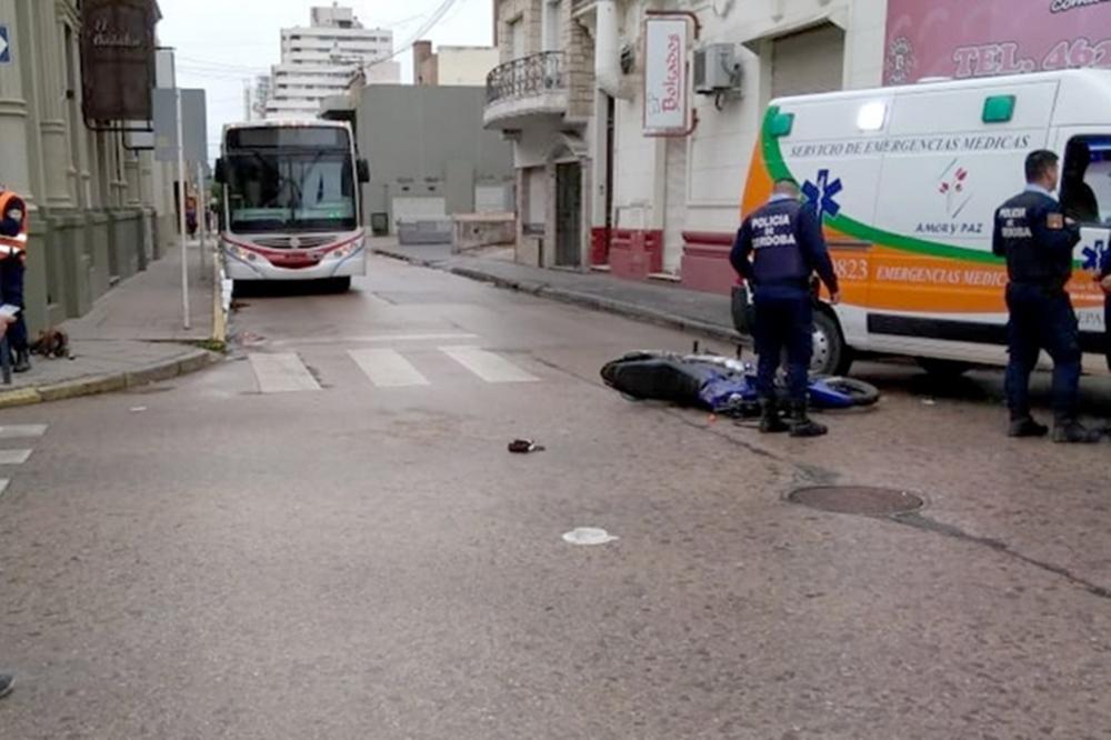 Murió un motociclista tras chocar con un colectivo en Río Cuarto