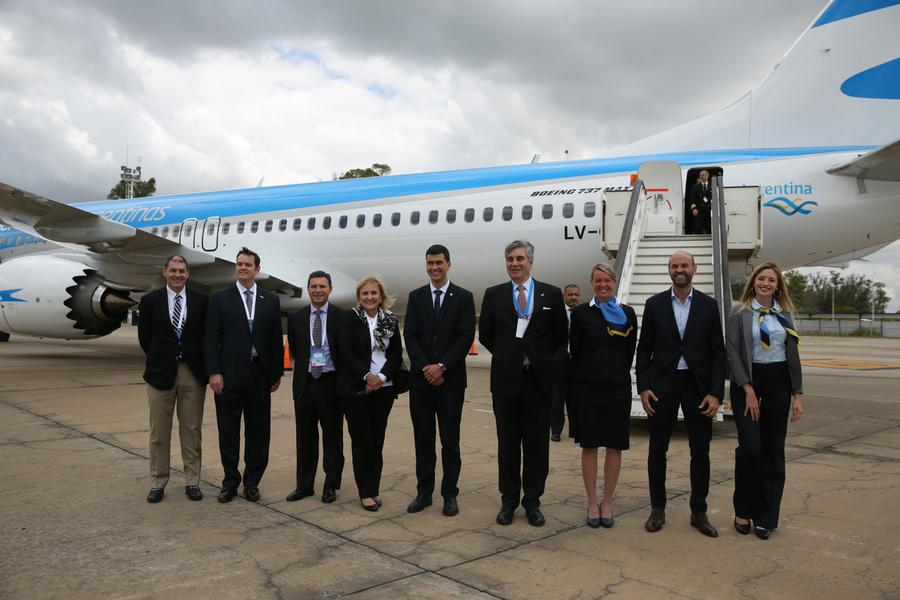 737 800 MÁX