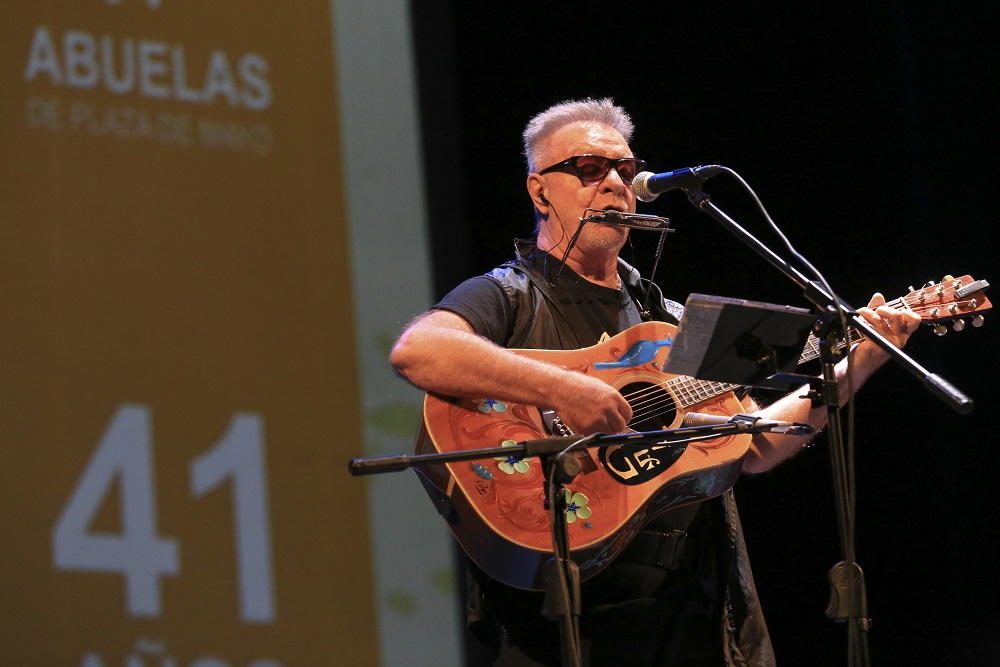 Leon Gieco Abuelas by NA