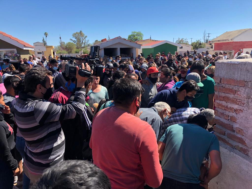 Amigos y familiares despidieron a Joaquín Paredes en Paso Viejo y pidieron justicia