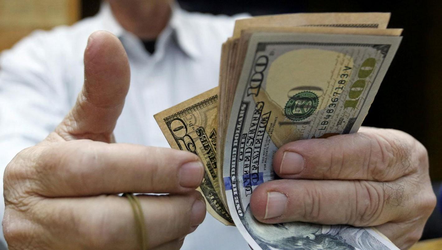 El dólar se desplomó y cerró a $38,99, sin intervención del Central