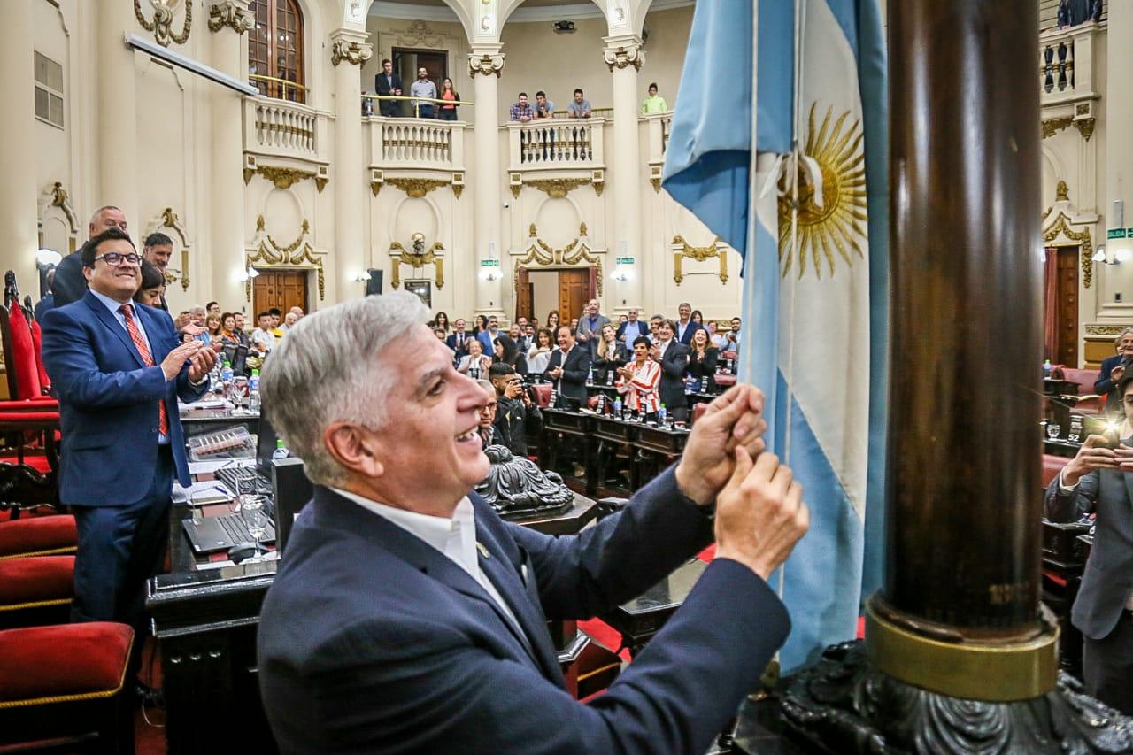 Carlos Gutierrez abanderado