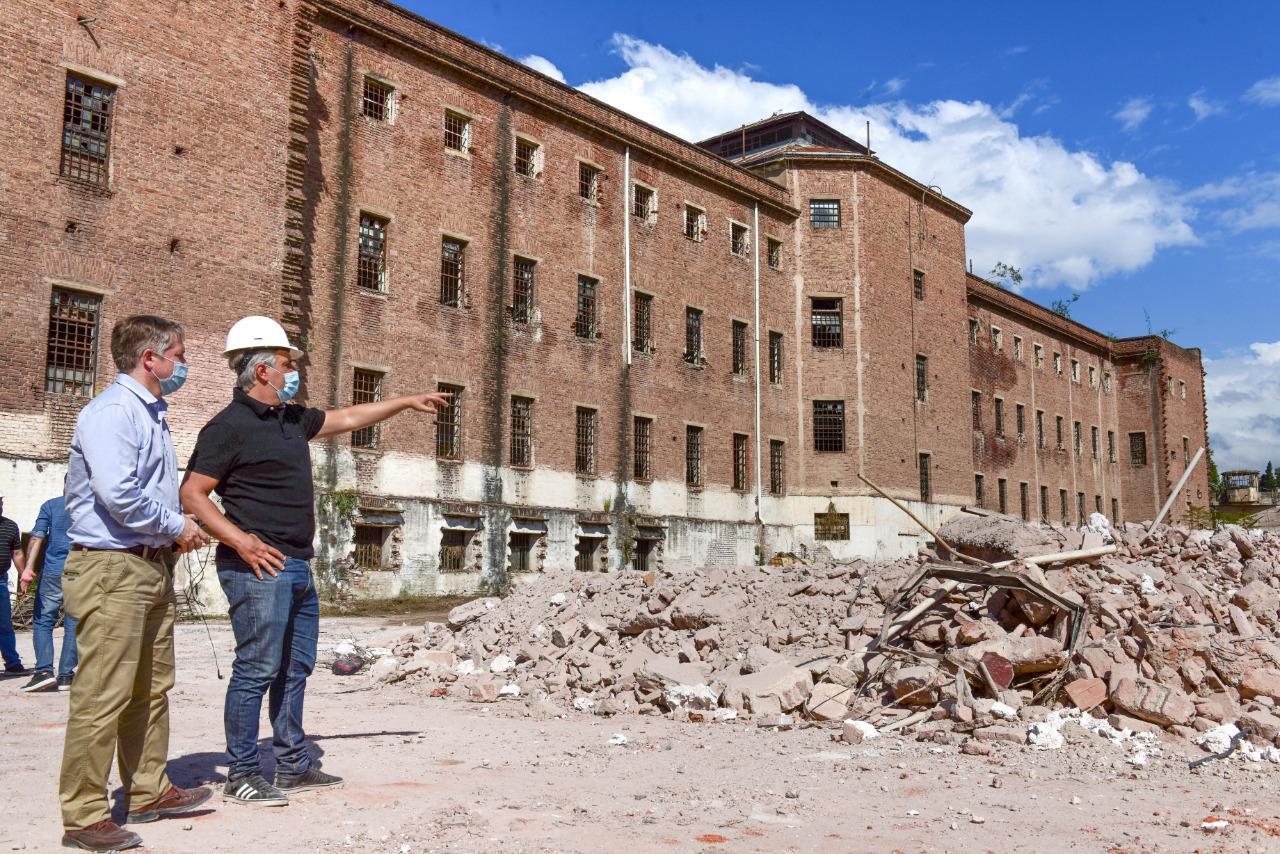 Llaryora en demolición ex carcel de encausados