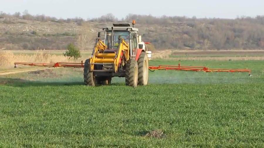 Resultado de imagen para herbicida tractor