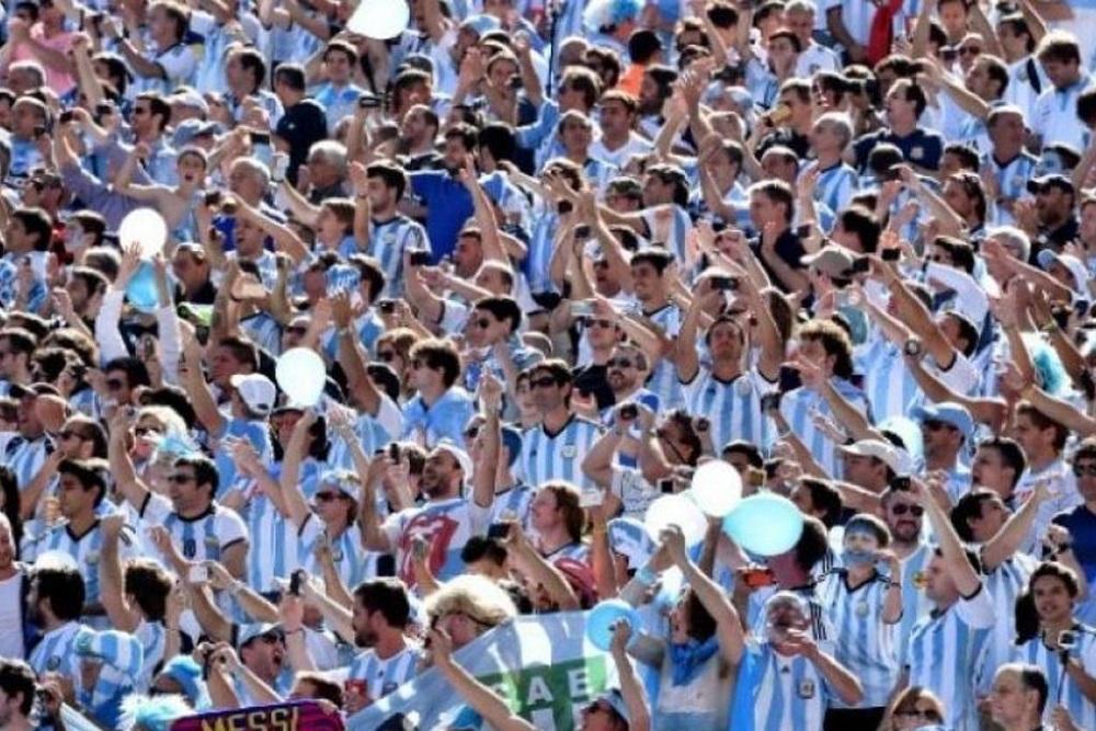 Los argentinos de la hinchada albiceleste: los únicos campeones