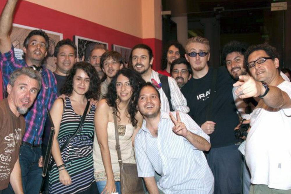 buena parte del ambiente comiquero cordobés en una exposición en Suelta de Globos en 2012 - FOTO GENTILEZA DE GONZALO MAESTU