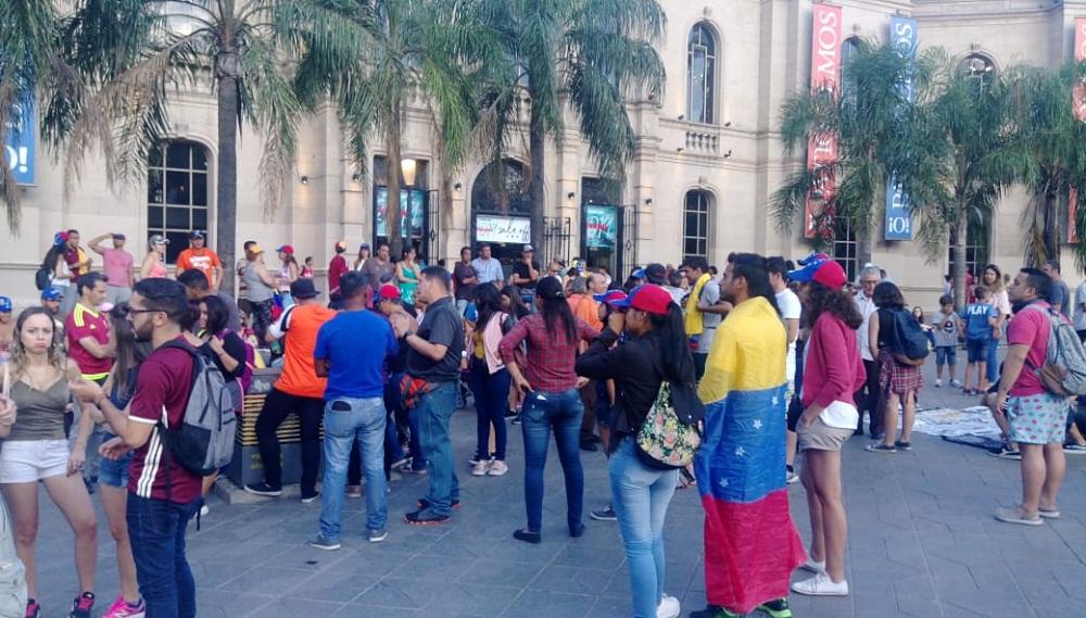 """Venezolanos en Córdoba se manifestaron contra Maduro: """"Hay que hacer algo"""""""
