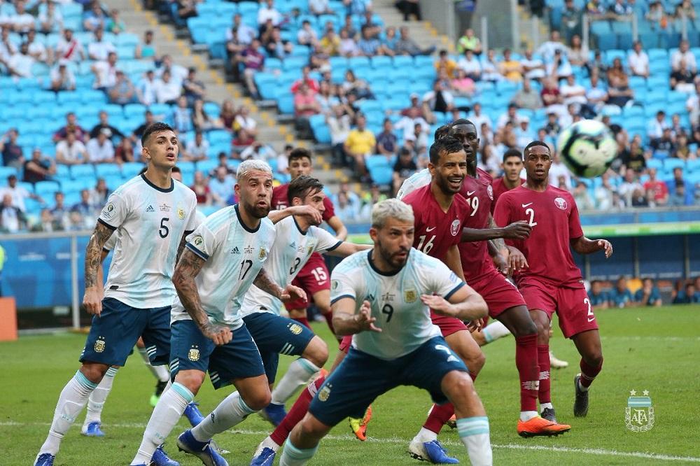 Argentina respira: venció a Qatar y clasifica de ronda en Copa América