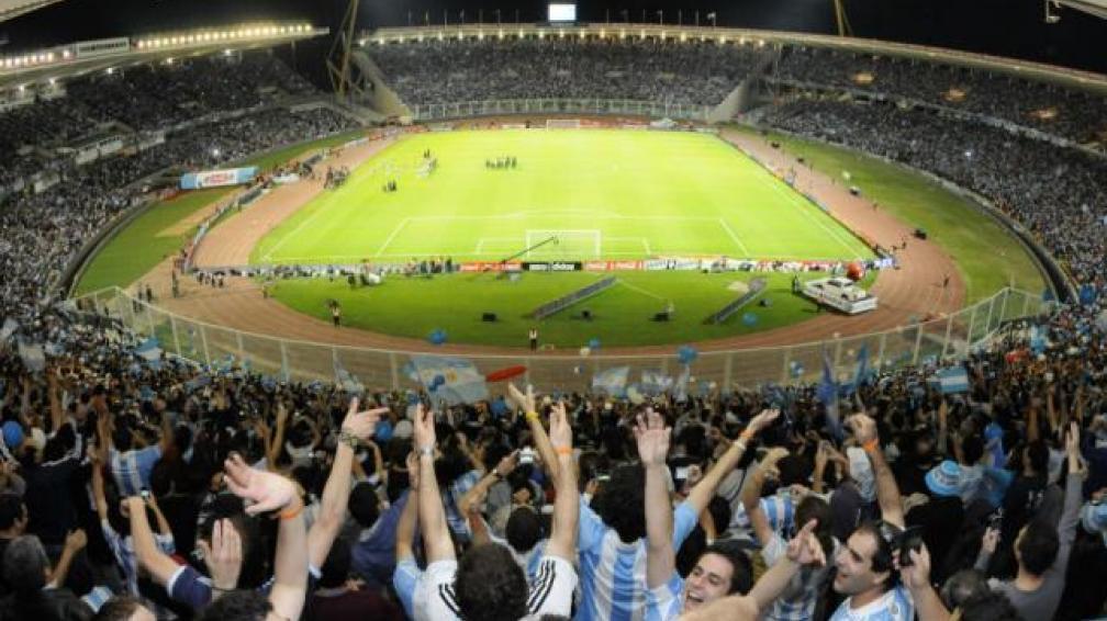A estadio lleno, Argentina recibe esta noche a México en el Kempes