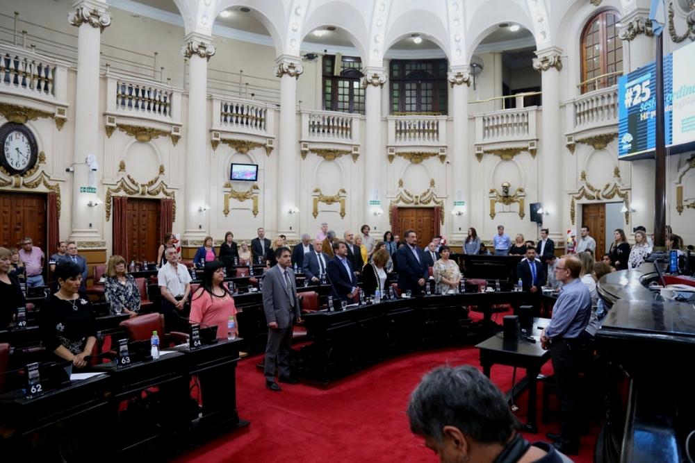 Minuto de silencio Lapa 20 años - Prensa Legislatura
