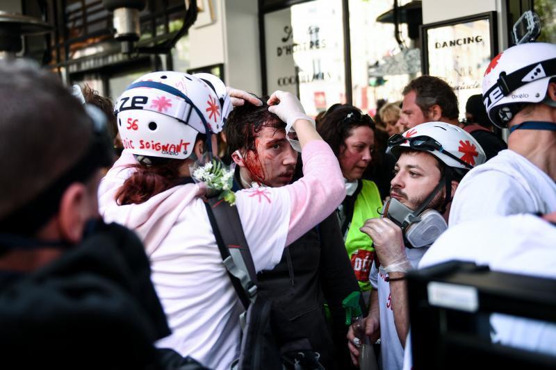 """París: choques entre la Policía y """"chalecos amarillos"""" por el 1° de mayo"""