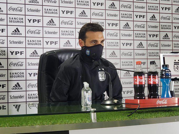 """Lionel Scaloni: """"No es fácil jugar con esta camiseta"""""""