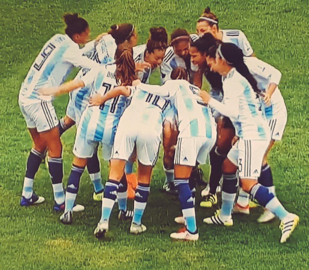 La selección femenina ante una chance histórica contra Escocia
