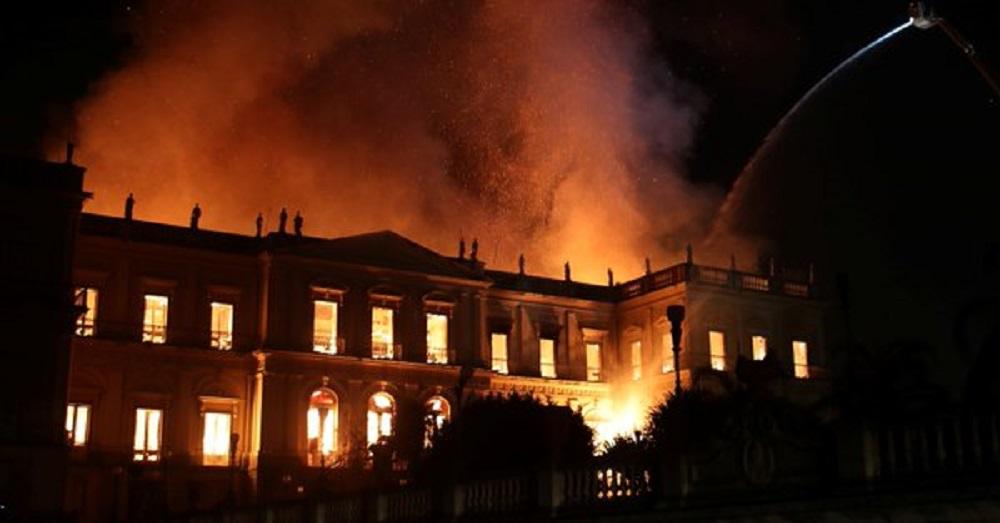 Brasil: un feroz incendio arrasó al histórico Museo Nacional de Río