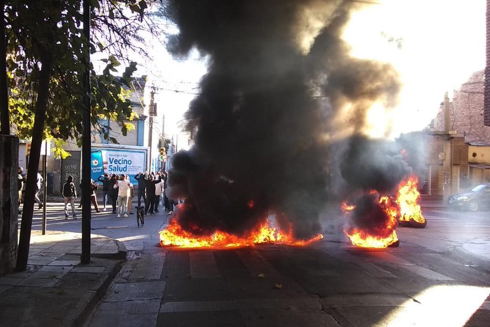 quema de cubiertas Suoem Policía de Tránsito by gentileza