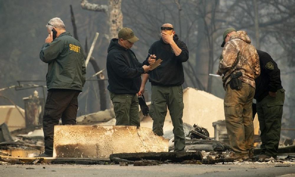 Ascienden a 25 los muertos por los incendios forestales en California