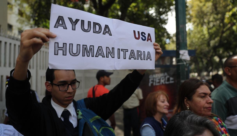 Guaidó y sus seguidores piden a los militares rebelarse contra Maduro