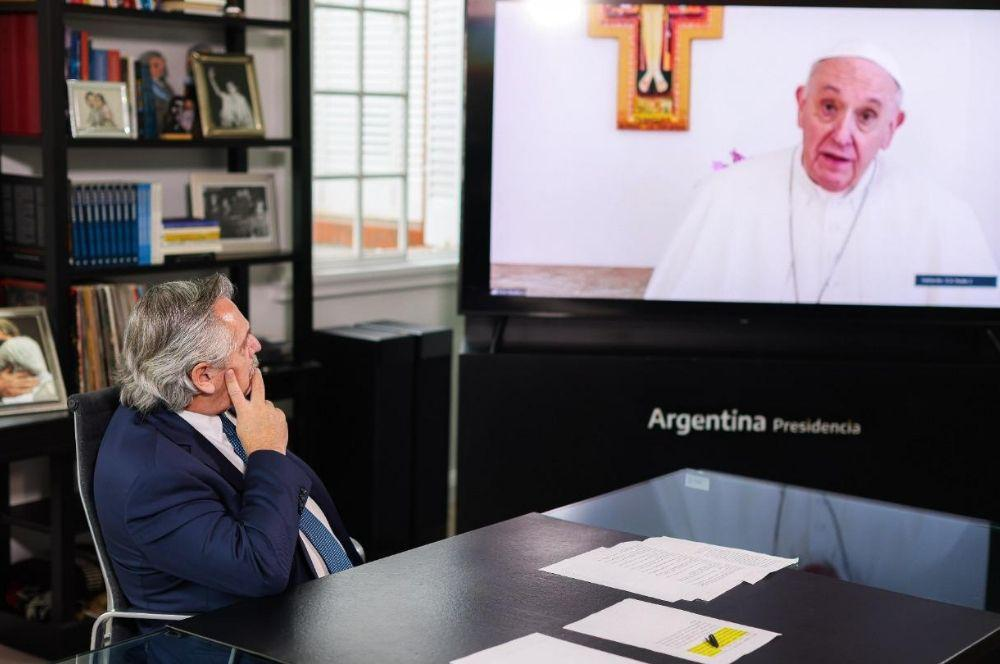 Alberto mira al Papa