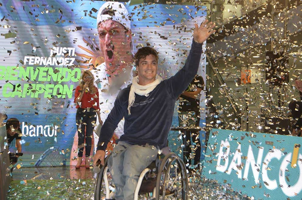 "Bancor homenajeó a ""Lobito"" Fernández, ganador de Wimbledon"