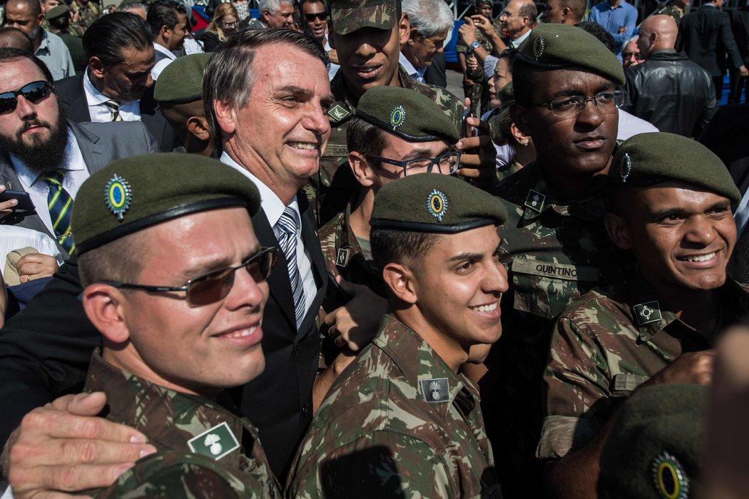 Bolsonaro flexibilizó por decreto la posesión de armas de fuego en Brasil