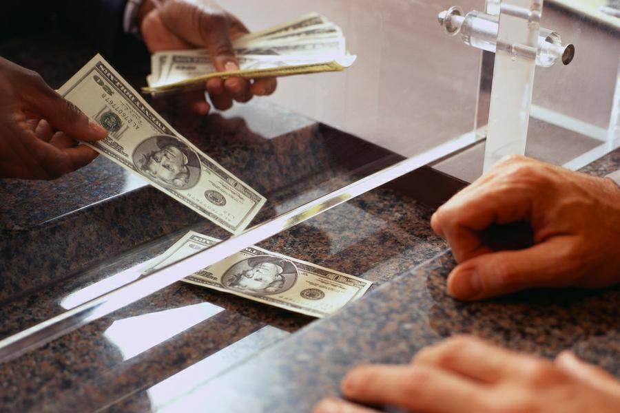 Pese a la intervención del Central, el dólar cerró arriba de los $61