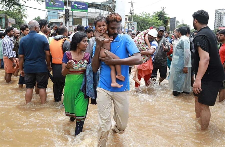 Las inundaciones en la India ya suman 324 víctimas fatales