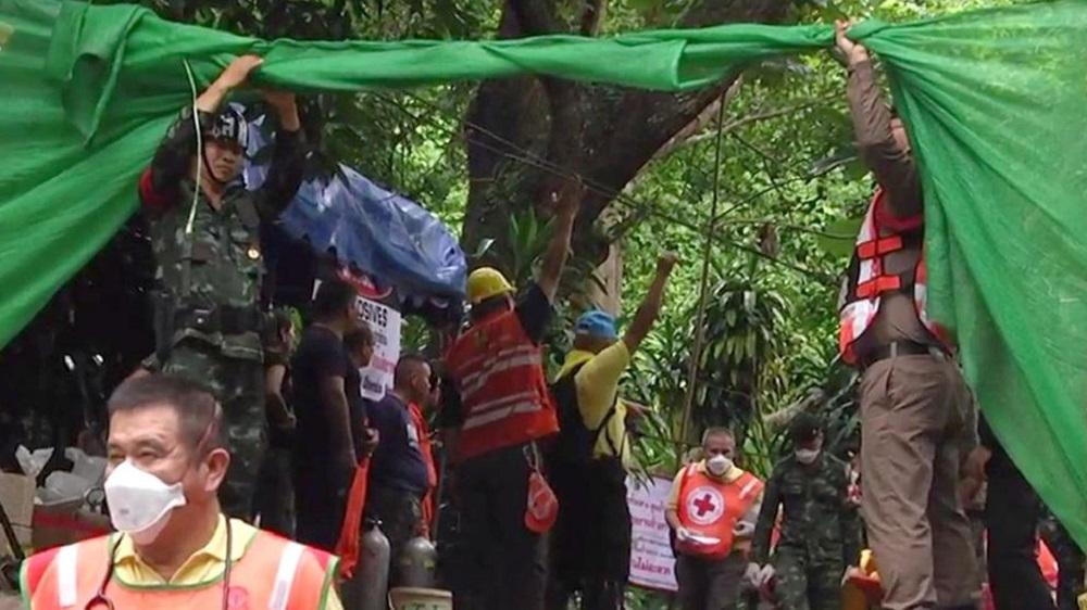 Tailandia: ya son ocho niños rescatados de la cueva inundada